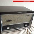 Radio D'epoca - Un radioricevitore a valvole con giradischi