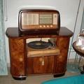 FOTO 1: la radio con base