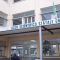 """Liceo """"Fermi"""" infissi da sostituire"""
