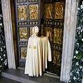 Papa francesco apre la Porta Sancta