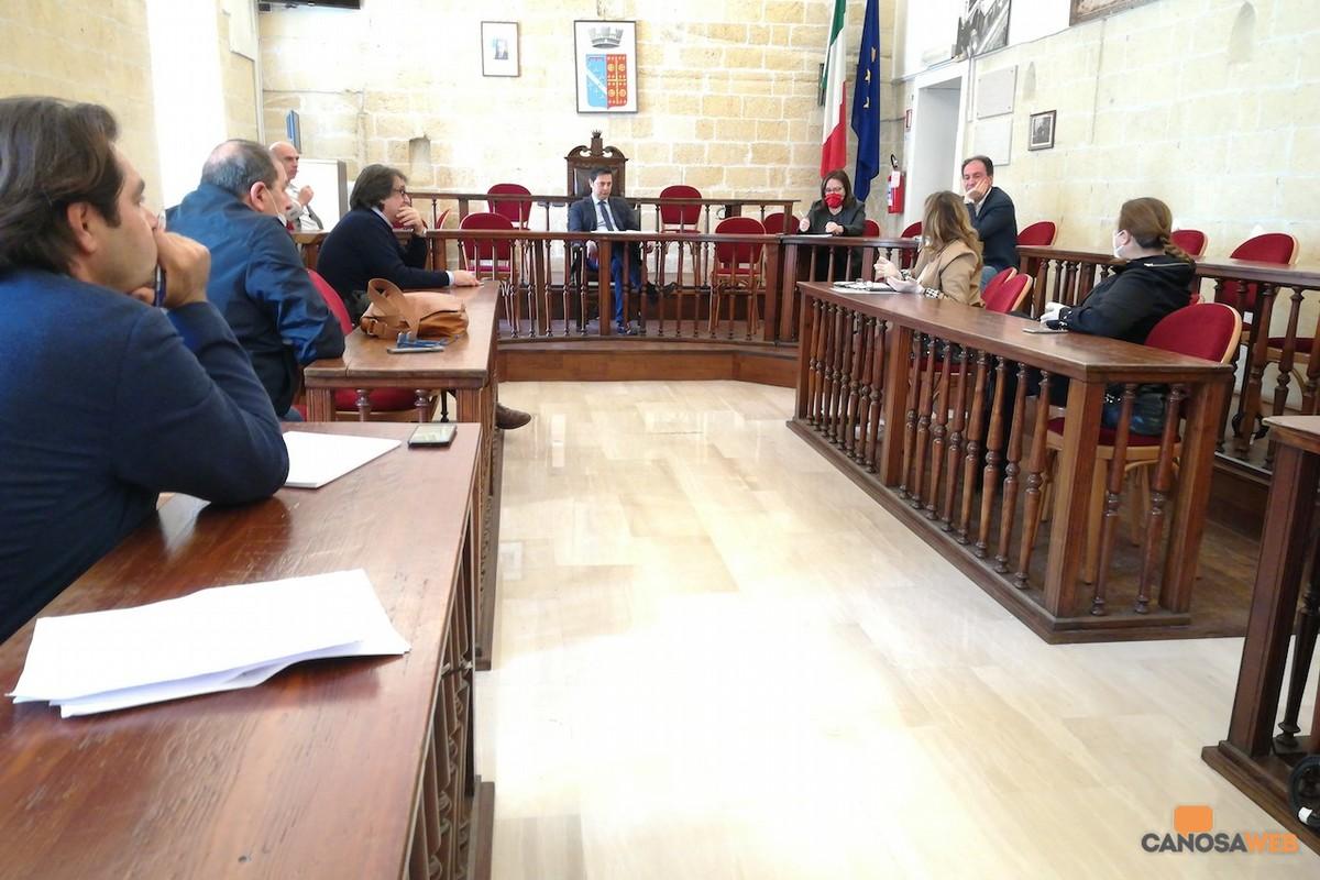 2020 Canosa Sala consiliare Sindaco Morra e  delegazione ambulanti canosini
