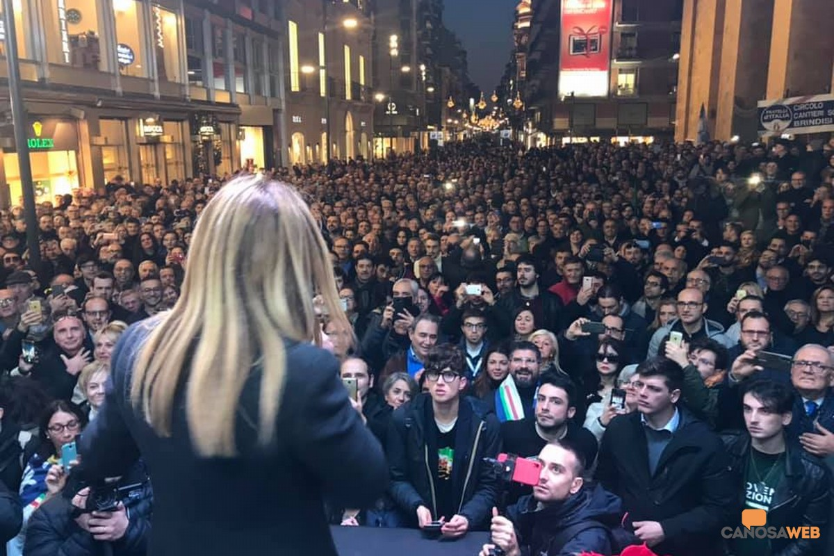 Bari :Bagno di folla per Giorgia Meloni