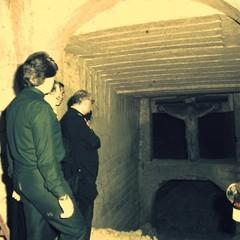 Mons. Lanave in visita alla Grotta del Crocifisso