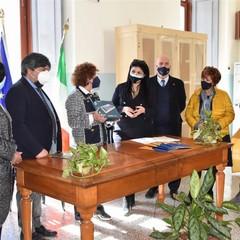 """Il Rotary Canosa consegna 13 tablet alla """"Bovio-Mazzini"""""""