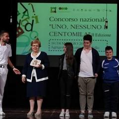 """Premiati i ragazzi dell'I.C.""""Bovio-Mazzini"""" al Concorso """"Uno,nessuno e centomila"""""""