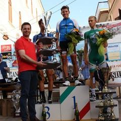 Il vincitore Yustre premiato dal sindaco Morra