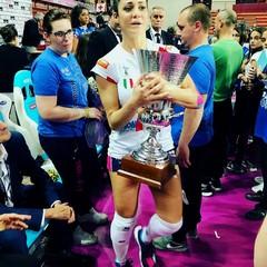 Stefania Sansonna con la Supercoppa Italiana