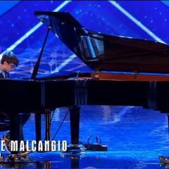 Al pianoforte Giuseppe Malcangio