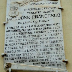 Lapide in memoria del Ten.Medico Iacobone Francesco