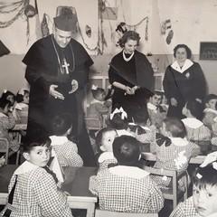 Maestra Maria Pasculli a dx- Mons. Francesco Brustia
