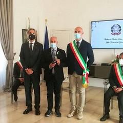 Martinelli Luigi figlio di Vincenzo con Prefetto Valiante e Vice Sindaco Sanluca