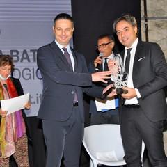 Il sindaco Roberto Morra consegna il Premio Diomede al Dott.Sabino Luzzi