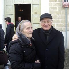 Nonna Costanza con il Vescovo Mons. Mansi