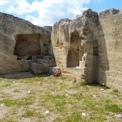 Canosa : atti di vandalismo a Pietra Caduta