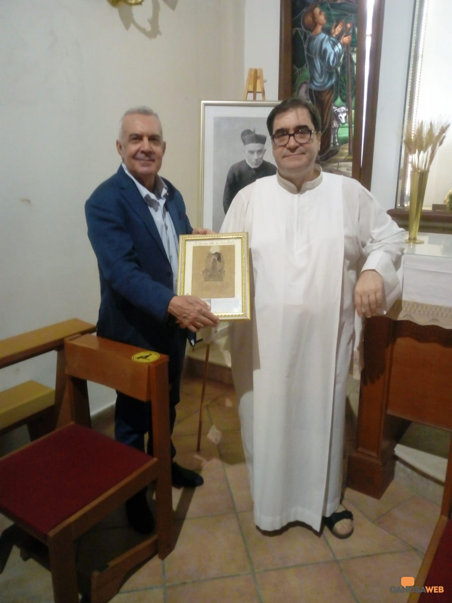 Canosa: Don Mario Porro  e quadretto della Beata Vergine di Loreto