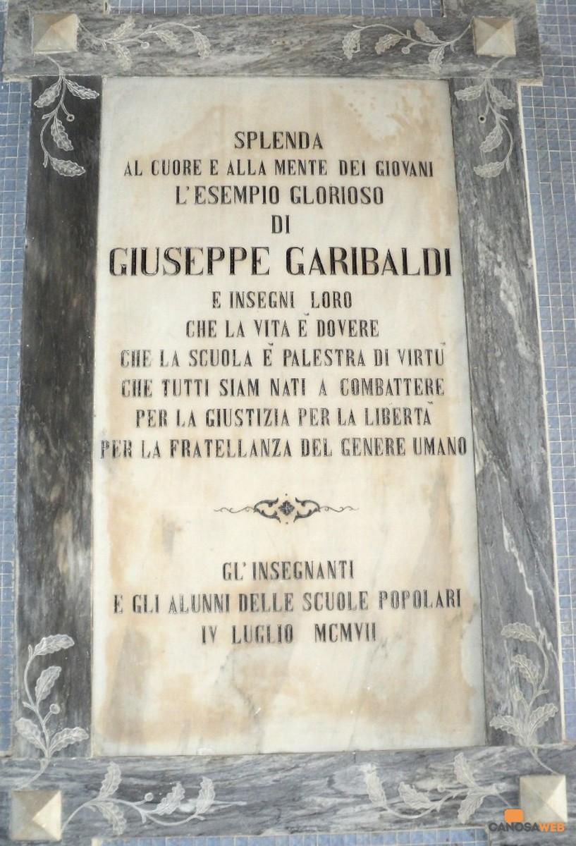 Lapide artistica dedicata  a Giuseppe Garibaldi nel 1907