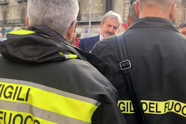 Bari Emiliano Vigili del fuoco