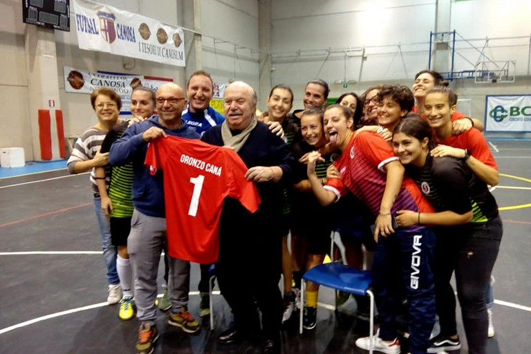 Lino Banfi con la Pink Futsal Canosa