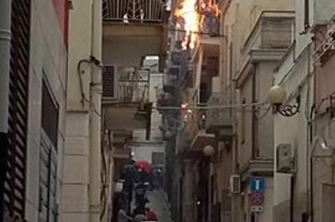 Fulmine incendio in Via Crispi