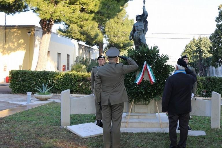 2020 Barletta Onori al monumento ai Caduti