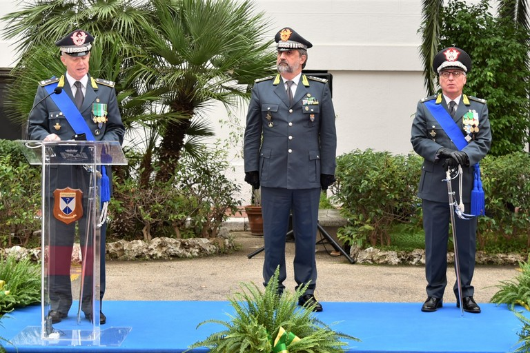 Bari cerimonia avvicendamento Gen.B. Refolo - Gen.D. Mattana G. di F.