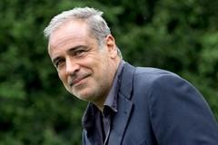 """Enzo Decaro inaugura la Stagione Teatrale 2019/2020 del Teatro Comunale """"Raffaele Lembo"""""""