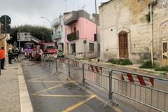 Crolla un edificio pericolante in via De Gasperi