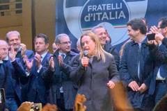 Bagno di folla per Giorgia Meloni
