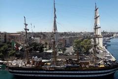 L'Amerigo Vespucci a Taranto