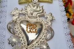Un cuore d'argento in segno di devozione