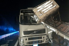 Incidente in A/14 Andria-Canosa: carrello per traslochi  finisce dentro motrice di un tir