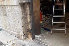 Canosa: esplode un'ordigno danneggiando un negozio