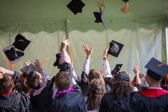 Canosa: una festa per i laureati durante il  lockdown