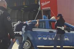 Ubriaco e nudo per strada, arrestato  dalla Polizia
