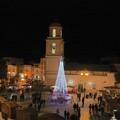 L'albero illumina il villaggio di Babbo Natale