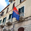 Bandiere a mezz'asta per commemorare le vittime Covid