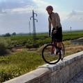 Canosa: Brumotti in bici sul ponte dell'Ofanto
