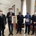 Il Maestro Giuseppe Di Nunno dona  alla Prefettura un'opera sulla figura di Sant'Ambrogio