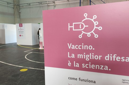Canosa  hub vaccini