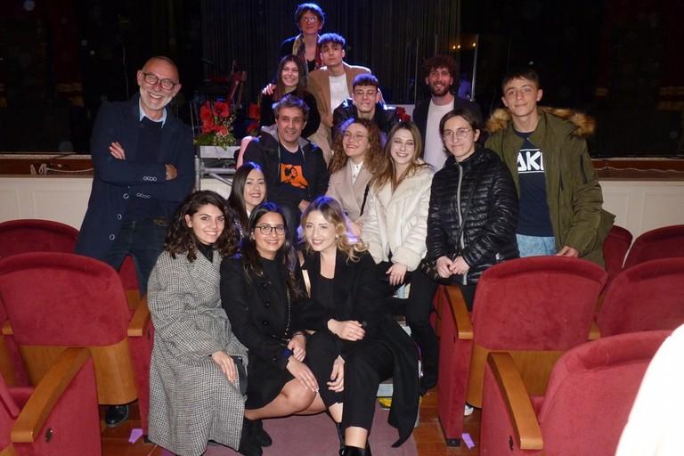 """Flavio Insinna con studenti 5G Liceo Classico """"Enrico Fermi"""" Canosa"""