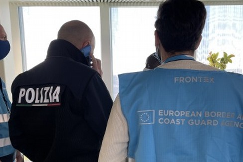Frontex: Polizia europea alla frontiera aerea