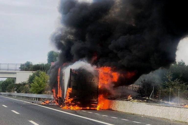 Incendio Tir autostrada