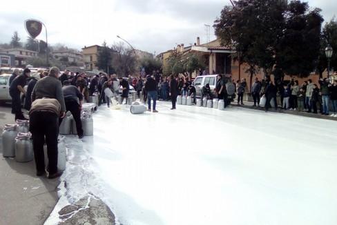 Sardegna protesta pastori
