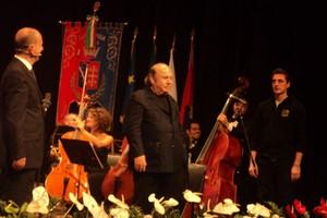 Canosa di Puglia 5/11/2011 - inaugurazione teatro Lembo - Lino Banfi sul palco intervista.