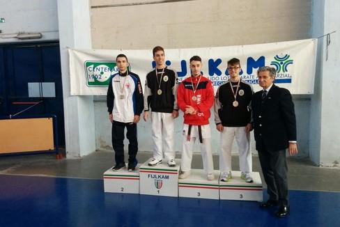 Luca Silvestri sul podio