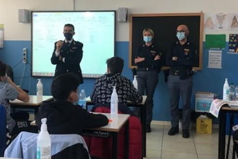 Polizia a scuola