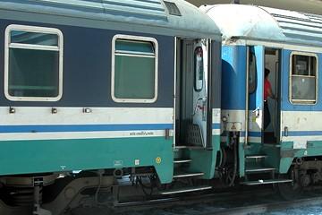 Treno bloccato alla stazione di Trani