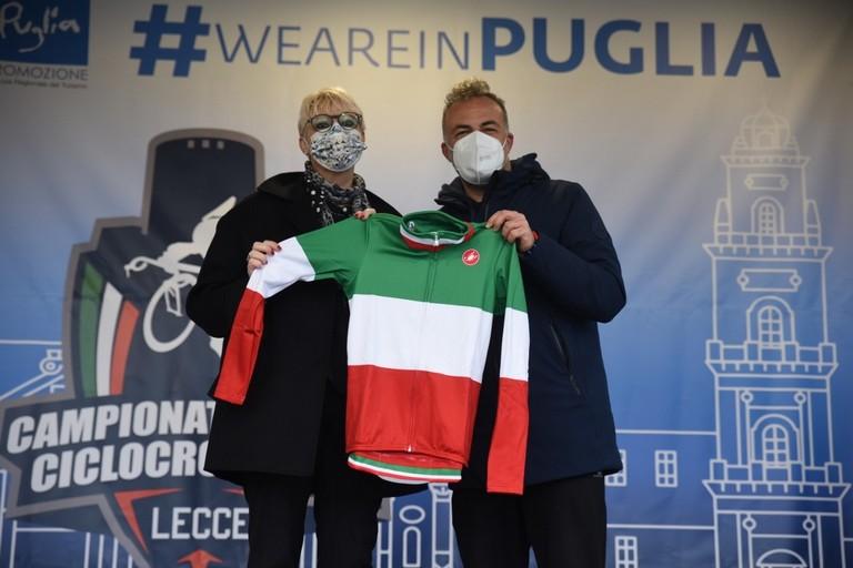 2021 Lecce  maglia tricolore speciale con Daniela Isetti e l'assessore Foresio